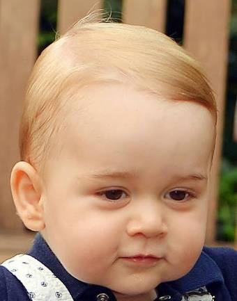 英ジョージ王子3歳に 最新写真が「ウィリアム王子にソックリ」