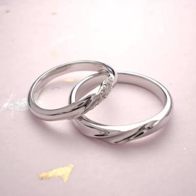 結婚してる人を羨ましく思いますか?