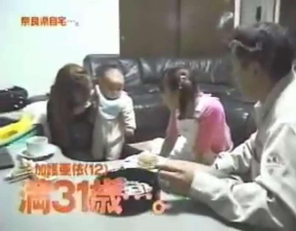 """加護亜依、「可愛さ復活!」と話題に """"ベッド・イン""""スリーショット画像には「ムチムチ感が足りない」"""