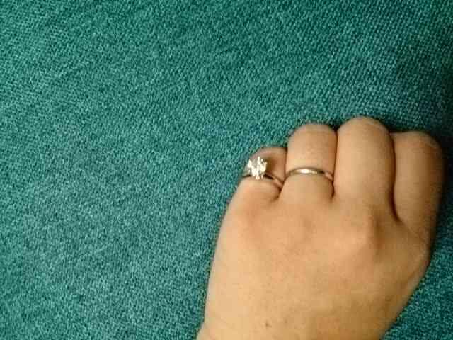 婚約指輪50万以下で考えてる人!