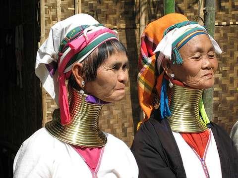 首が短い人のファッション