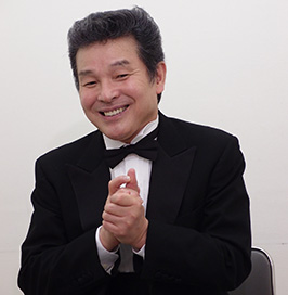 メイプル超合金カズレーザー、赤服以外で初CM 「パン田一郎」もタジタジ