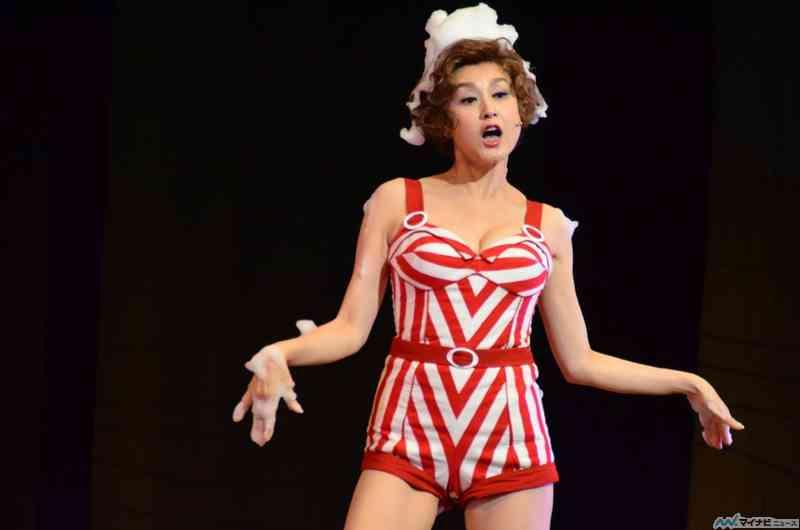 神田うの、グラマラスな舞台衣装の藤原紀香と2ショット公開