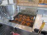 1個37円 ミスタードーナツのひと口ドーナツ、自由に組み合わせる「ドーナツポップ」発売