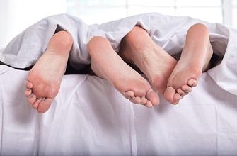 夫婦で寝室一緒ですか?
