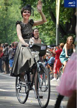 自転車に乗ってる人!どんな服装してますか?