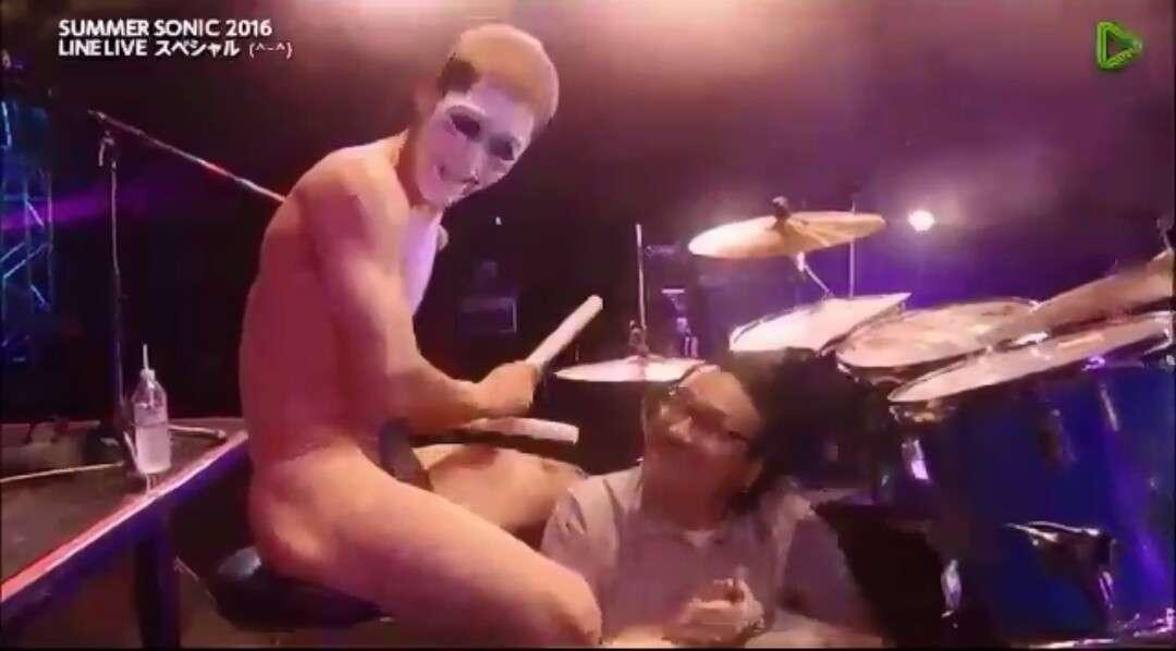 ゴールデンボンバー樽美酒研二がセクシー入浴写真披露、ファン「もぉ焦らせ上手なんだからぁ」。