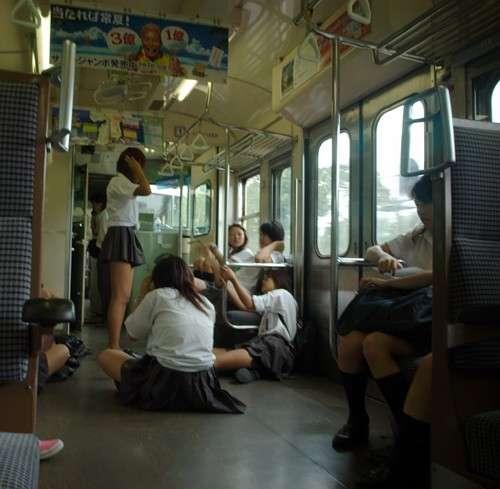 電車でのメイク、アリ? ナシ?