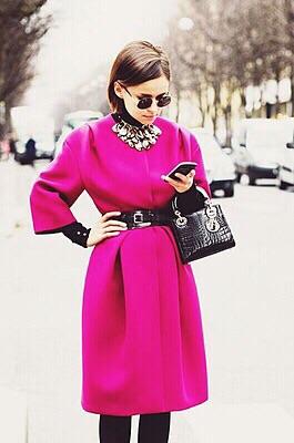 鮮やかな色の洋服が好きな人