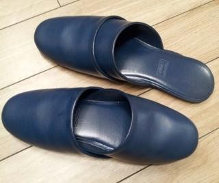 家の中でスリッパ履きますか?