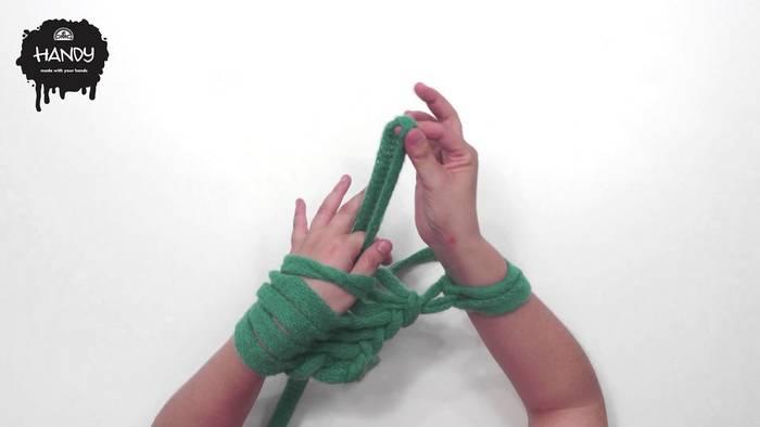超極太な毛糸と編み棒で作る「ジャンボニット」がこの冬ブームの予感