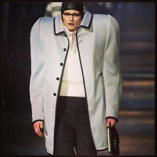 肩幅広い人の冬服
