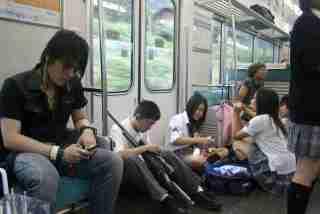 まさかのオナラ超え!「電車内で漂ってくると不快な臭い」1位はアノ臭い
