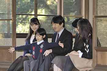 秋篠宮妃・紀子さまと悠仁さま乗る車、中央道で追突事故 けがなし