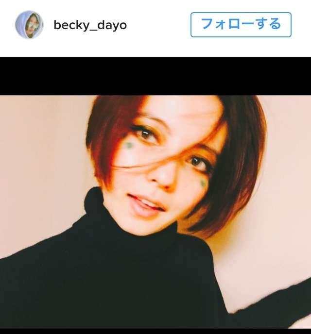 東京で54年ぶりに11月に初雪が観測された極寒の今日、ベッキーが超夏っぽい写真を投稿!