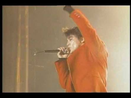 初めて行ったライブはいつ、誰のライブですか?