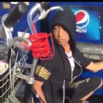 自販機から飲み物を窃盗する様子を動画に撮影し公開 もちろん大炎上