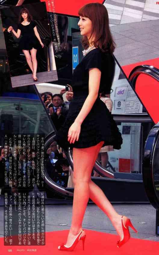 佐々木希28歳の制服姿に絶賛の声! 「JKまだ余裕」「顔ちっさ! 脚なが!」