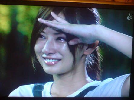 橋本マナミの左手敬礼 「ありえん!」と非難の声