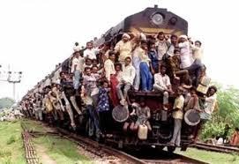 列車脱線で100人超死亡=線路の整備不良原因か―インド