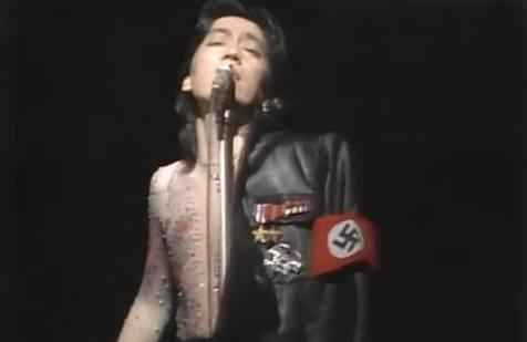 欅坂46ナチス風衣装にユダヤ人権団体が嫌悪感 秋元康氏とソニーミュージックに謝罪求める