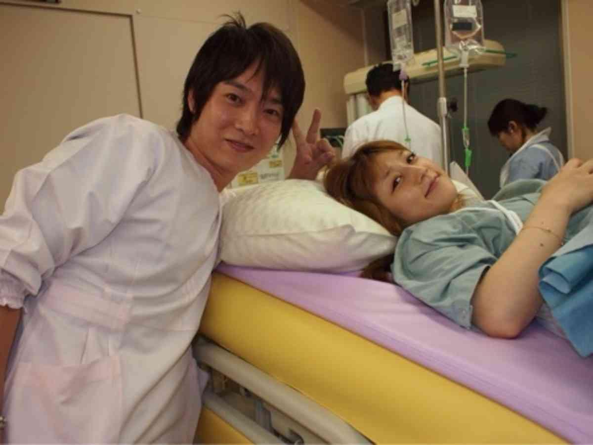 不倫発覚の小倉優子の夫、行きつけのガールズバーで「ニャンニャン」していた!