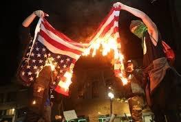 「ニューバランス」炎上!役員がトランプ氏支持表明でとばっちり…シューズに火