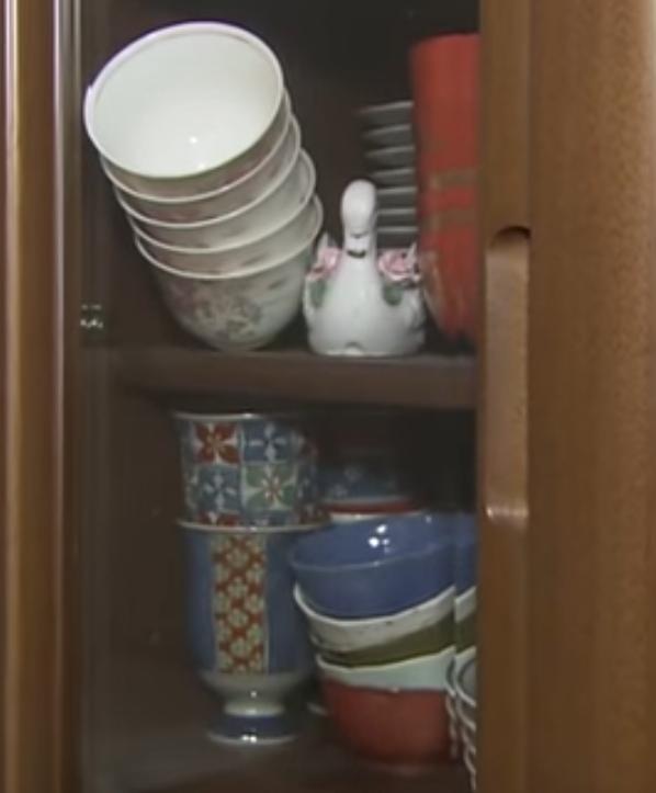 「この食器棚の開け方教えてください」 窮地に陥った1人の主婦の投稿が話題に