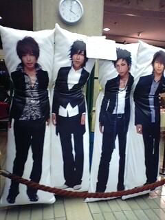 YOSHIKIの特大抱き枕、発売決定