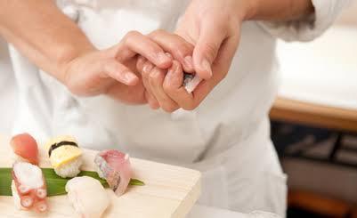 """くら寿司がまさかの""""牛丼""""発売で「もはや何屋かわからない」問題が浮上"""