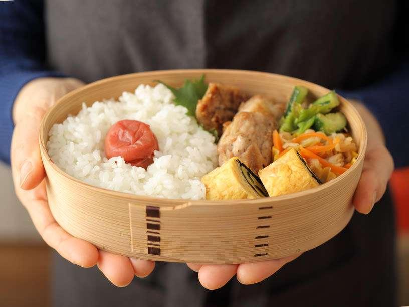 「食器も含めて料理」という意識高い系が理解不能!1万円の皿を買ってきた妻にゲンナリする夫