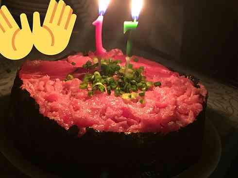 母の愛がこぼれ落ちそう! 「誕生日にホールケーキサイズのねぎとろ軍艦食べたい(冗談半分)」と言ったら…まじかよ!