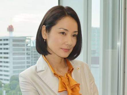 秋ドラマの人気女優がケーキ店の行列に割り込み「今すぐ売りなさい!」