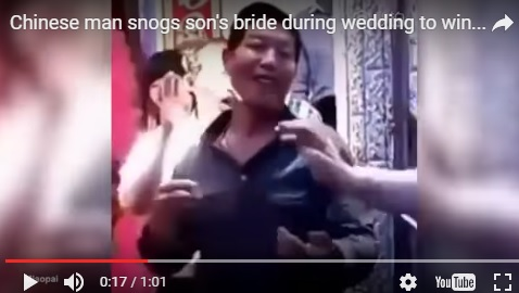 結婚式で周りにはやし立てられ新婦と義父が濃厚キスするハメに 中国の文化だった