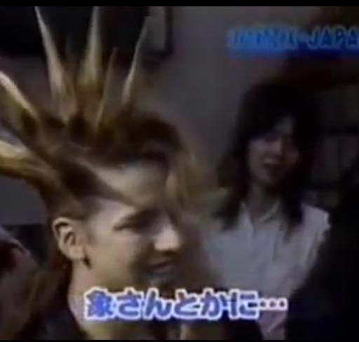 X JAPANのYOSHIKIが緊急帰国、明日の夜に重大発表