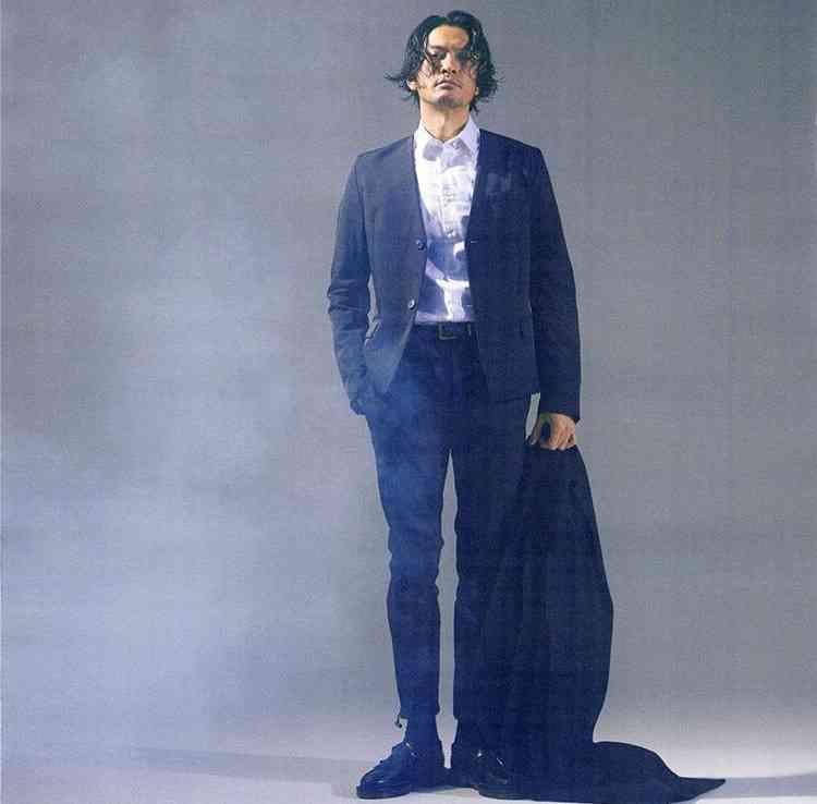 スーツの長瀬智也2