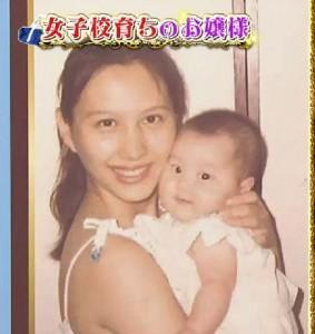 """西山茉希、""""28年前""""家族ショットが話題 美人母と「そっくり」「遺伝子すごい」の声"""
