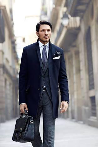 かっこいい男性のビジネスコート