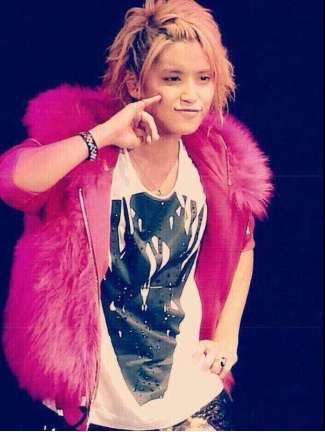 ピンクのもこもこアウターを着る『ドフラミンゴ系女子』が話題に
