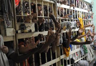 ブラジルの刑務所で暴動 56人死亡 100人超が脱走…刑務所内から外へと通じるトンネル見つかる