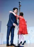 高畑充希、坂口健太郎そろって登壇「仲良くしてる」