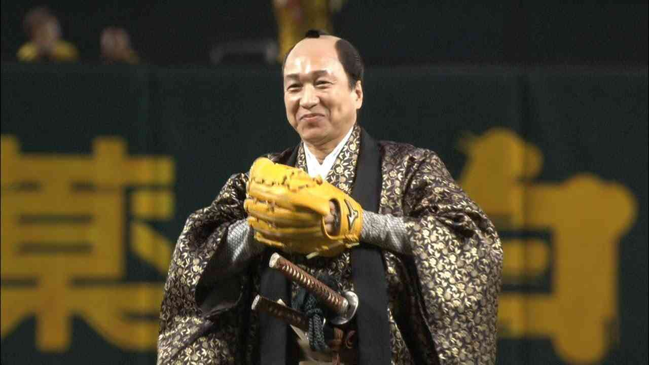 【画像】有名人の始球式が見たい
