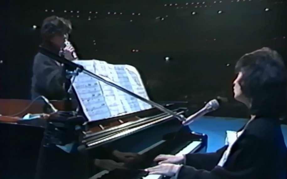 ピアノ弾ける方ー!