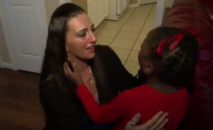 亡き娘の心臓を移植された少女と対面した母(米)