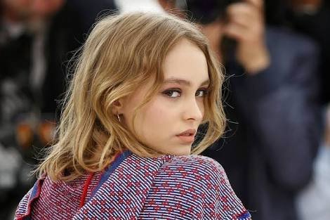 ジョニー・デップの娘「私の髪の香り」と紹介したシャンプー 日本人に衝撃を与える