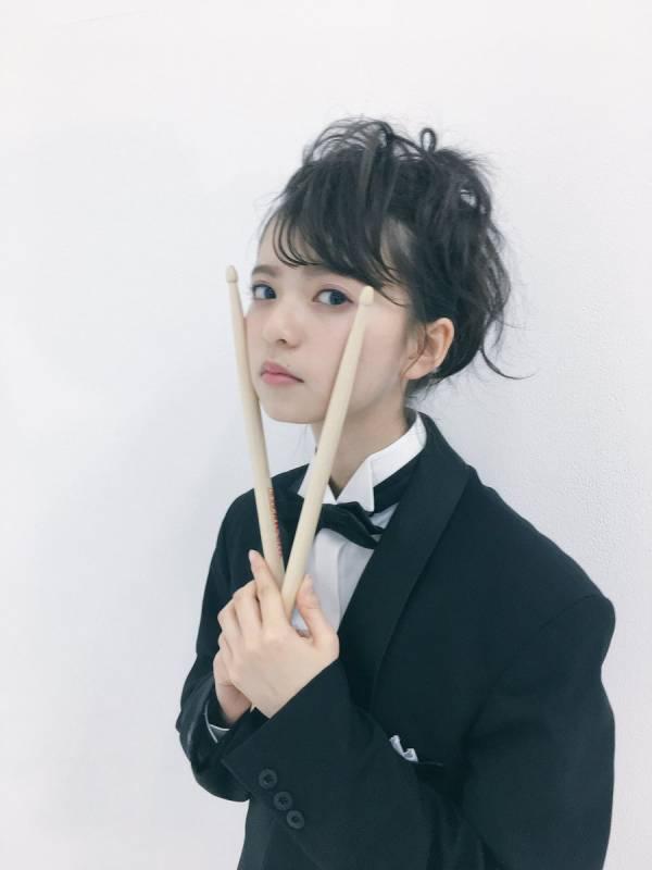 """篠田麻里子、小嶋陽菜らと元祖""""神7""""ショット公開に反響「これぞAKB!」"""