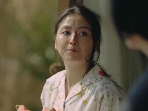 2位は安室奈美恵!女も憧れる「くびれ美人」1位のへそ出し女優とは