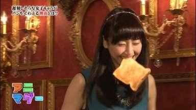 【画像】パンをくわえながら走る