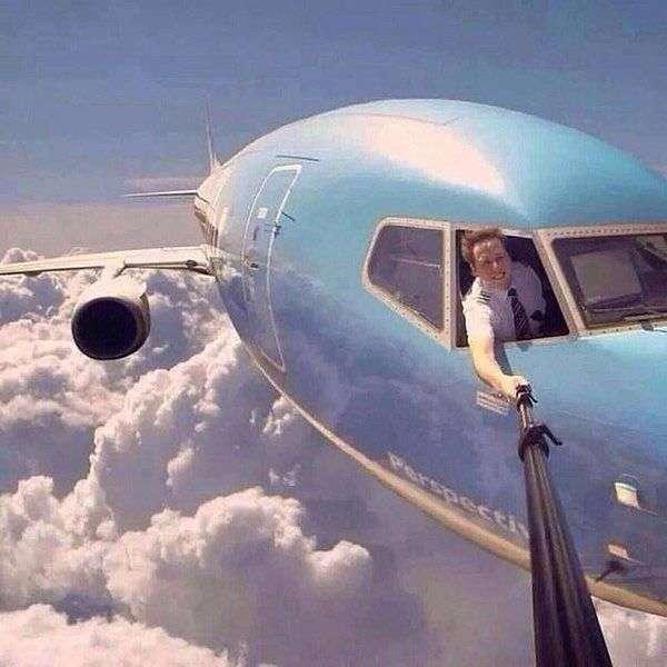 飛行中、機長がスマホ撮影=知人に送信、懲戒処分-全日空