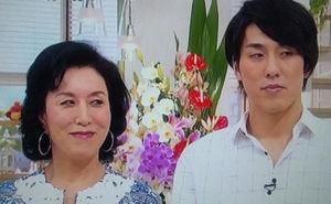 高畑淳子 笑顔で半年ぶりTV復帰 息子の事件に触れず 復帰あいさつもなし